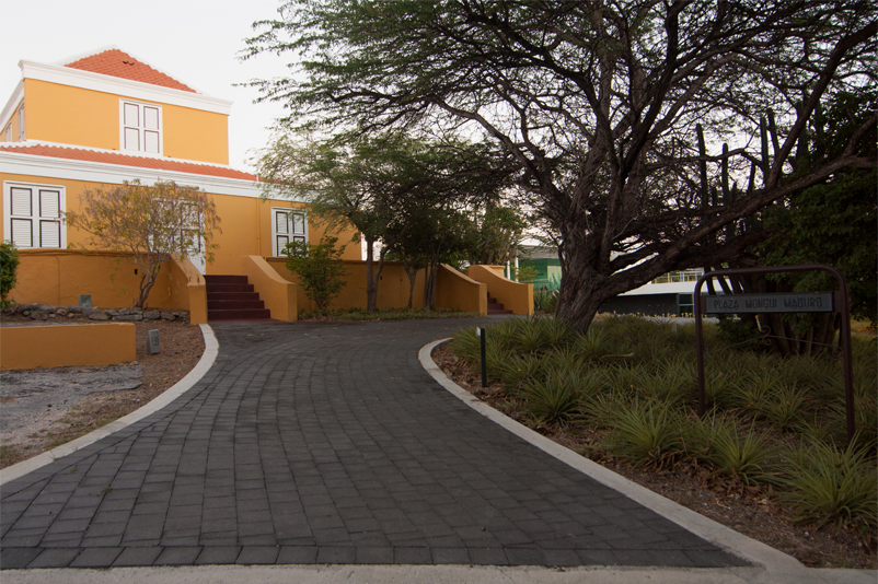 Rooi Catootje is considered an outstanding example of the typical architecture of a Curaçao plantation house.